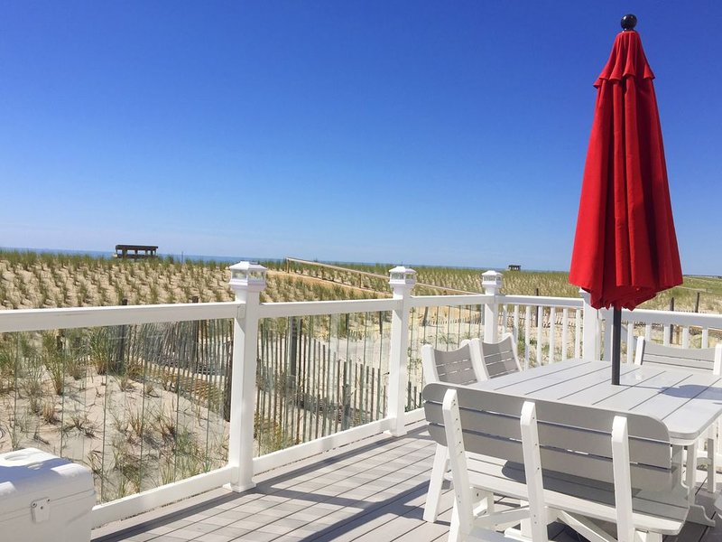 Luxury Oceanfront with Private Beach Access, vacation rental in Ship Bottom