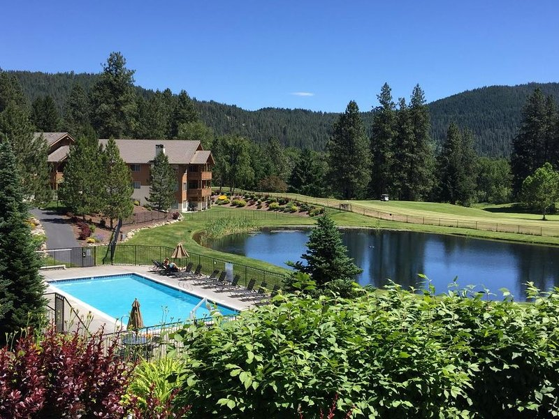Spacious Updated Condo 10 Min. Walk to Town; Views, Seasonal Pool,Yr Rd Hot Tub, vacation rental in Leavenworth