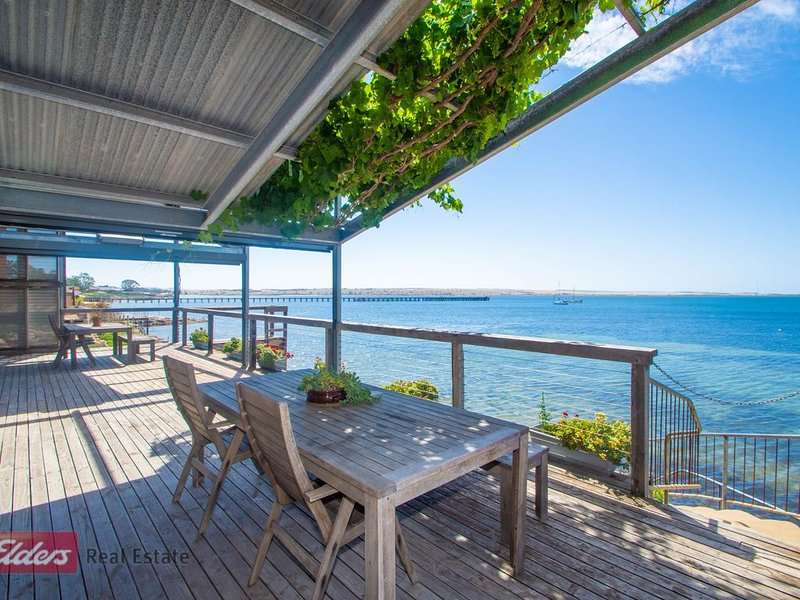 doi's Ocean Front Apartments, holiday rental in Streaky Bay