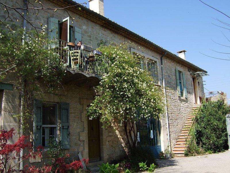 Maison de caractère -3 chambres - 3 salles d'eau avec wc, casa vacanza a Restinclieres