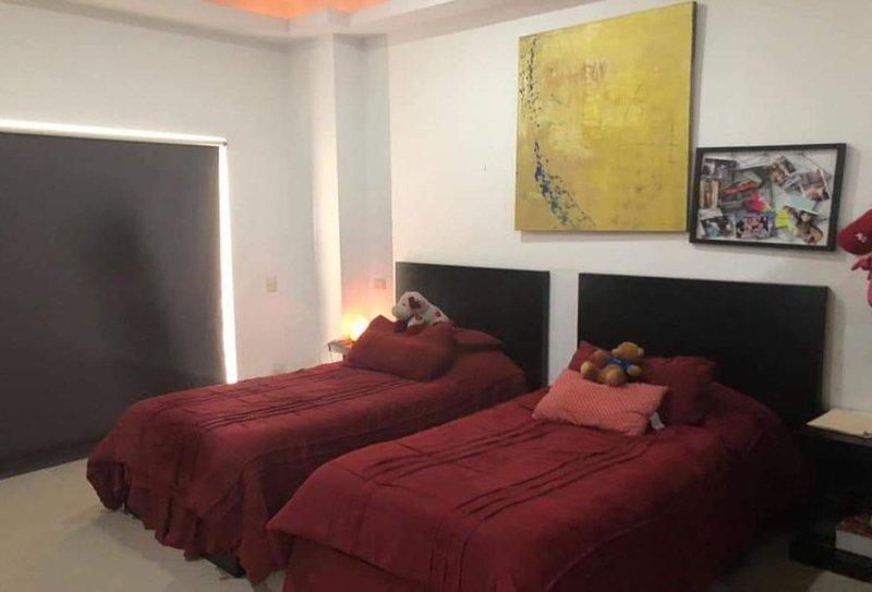 Casa en excelente ubicación sanicolas, location de vacances à Escobedo