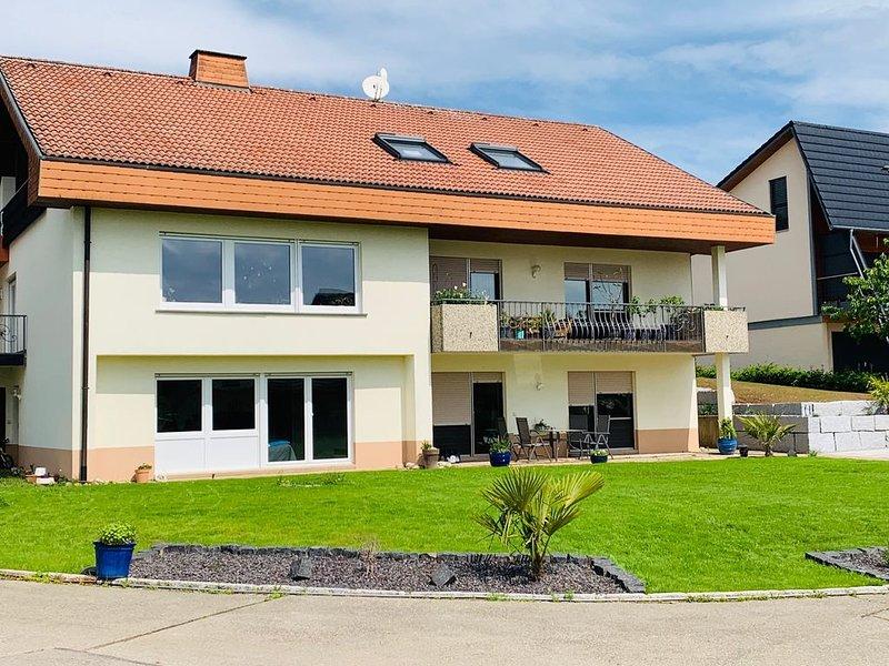 Ferienwohnung Lynn - großzügige 3 Zimmer Wohnung, vacation rental in Endingen