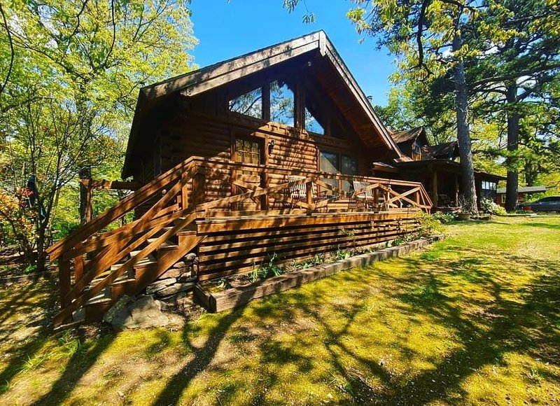 The Luxury Cabin at Bear Mountain Log Cabins, vacation rental in Eagle Rock