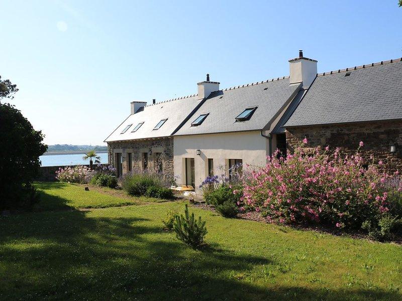 Maison de pêcheur en bord de mer, avec terrasse et jardin, location de vacances à Plouézec