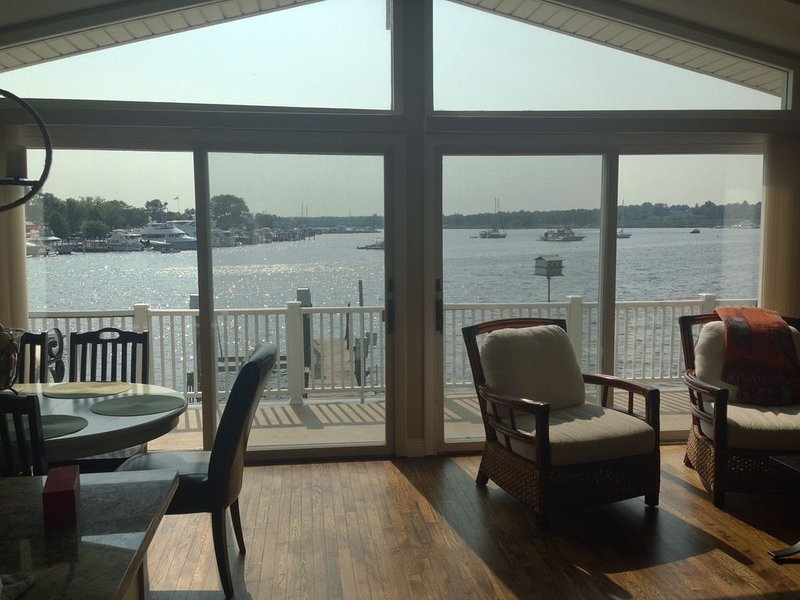 Waterfront-Saugatuck, Fabulous Views/Location/New Everything!, vacation rental in Saugatuck