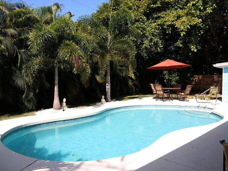 ONE MILE from beautiful Siesta Key, #1 beach in the USA!!!, location de vacances à Sarasota
