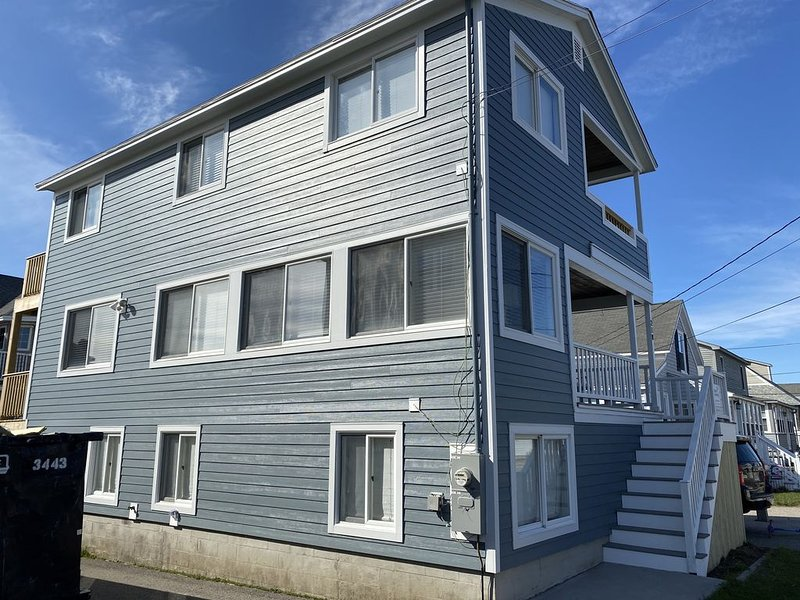 Large Ocean View House Just Steps to Wells Beach with Amenities Galore!, vacation rental in Wells