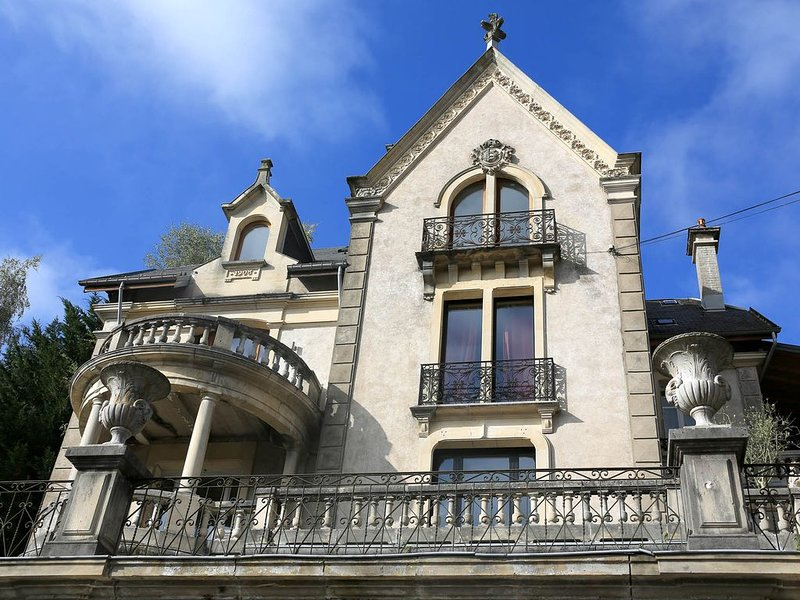 Appartement dans Villa style Palladio nature et air pur, holiday rental in Bains-les-Bains