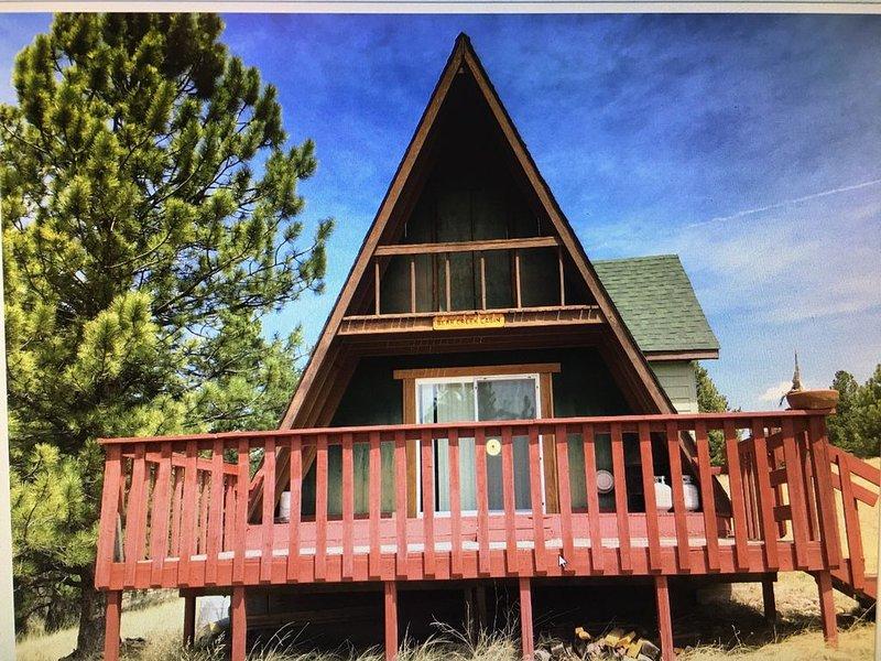 Rustic-Off Grid A-Frame cabin in Beautiful, Tranquil Colorado Setting, location de vacances à Florissant
