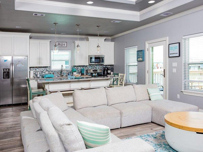 Family/pet friendly Beach retreat, 3 bedroom, 2 bathroom, sleeps 12, location de vacances à Crystal Beach