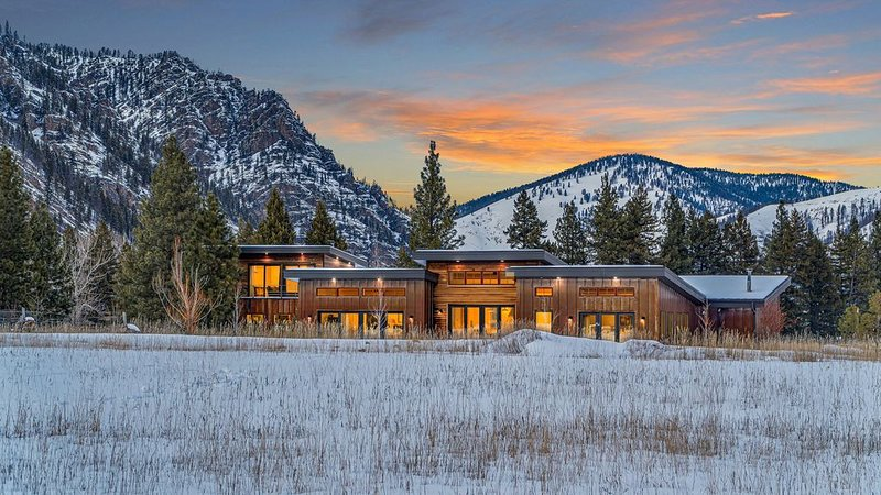 New Mountain Modern home in fly fishing  and outdoor paradise, vacation rental in Clinton