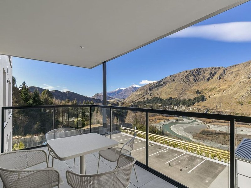 Rihir Apartment * the base of Coronet Peak, holiday rental in Glenorchy
