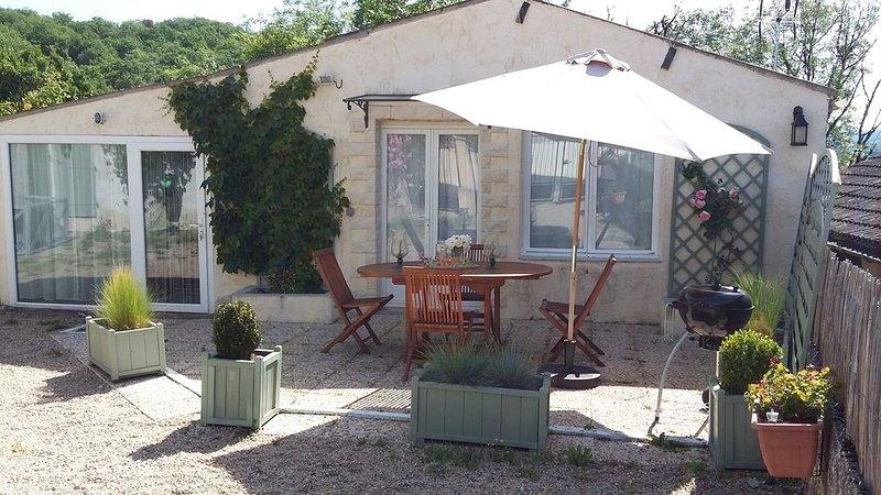 GITE INDEPENDANT avec piscine chauffée proche de ROCAMADOUR, holiday rental in Reilhaguet