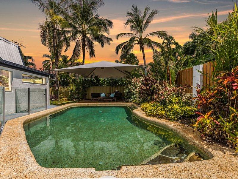 Tropical Beachside Home | Pool, holiday rental in Holloways Beach