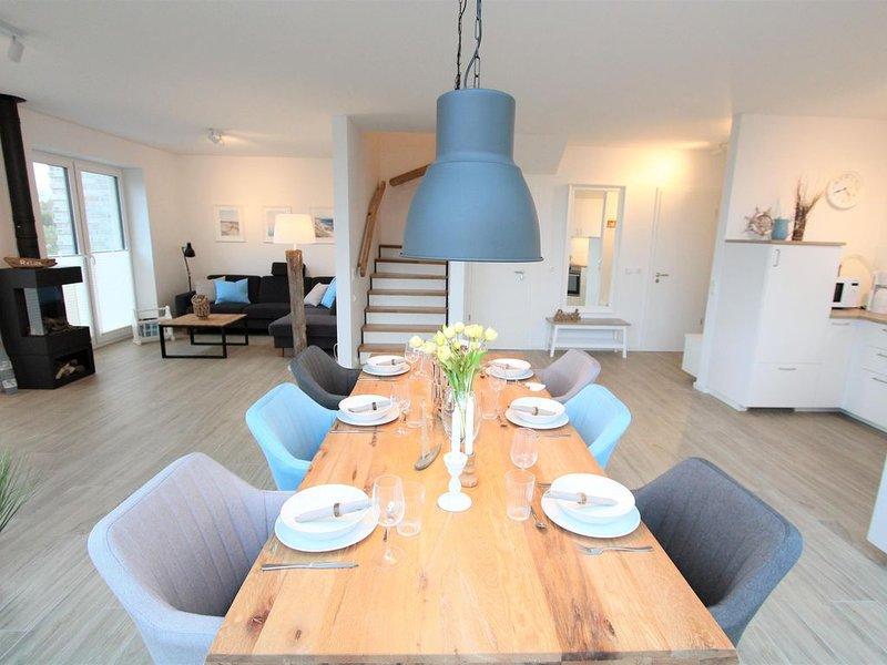 Unser 'Strandhuus' bietet in zentraler aber ruhiger Lage den perfekten Ausgangsp, holiday rental in Zetel