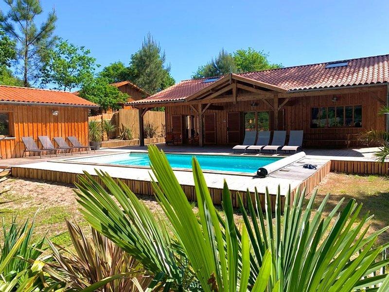 Superbe villa haut standing , Golf ,Lac , piscine chauffée , tout confort, vacation rental in Biscarrosse