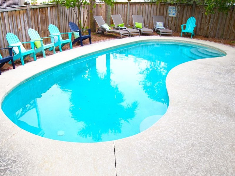'Oasis' Private Pool,  Minutes to Beach,  Awesome Location 3rd Row! Near Shops!, holiday rental in Isle of Palms