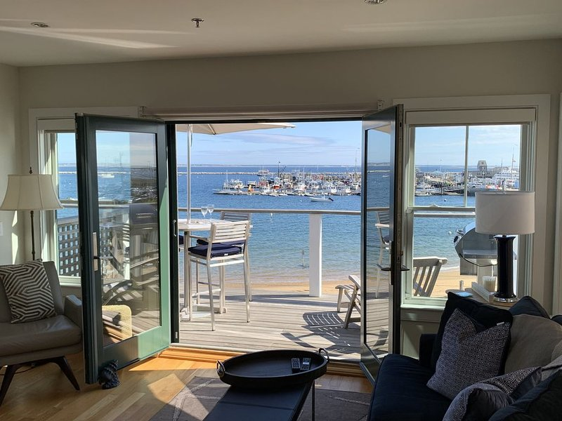 ⭐️Waterfront Penthouse with beautiful views central location & 2 parking spaces, vacation rental in Provincetown