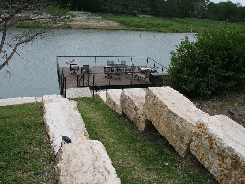 Lake Dunlap; Quiet Scenic Guadalupe River; Family Friendly; 2020 Discounted Rate, holiday rental in New Braunfels