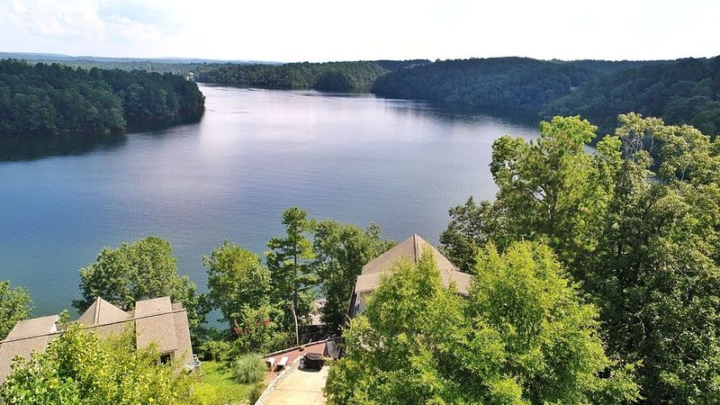 Lake House: Spectacular Views, Year Round Water, Hot Tub, Canoes, Pool Table!, holiday rental in Wedowee