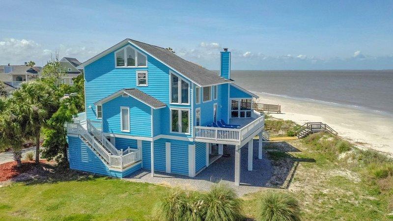 Ocean Front 3 Bedroom, 2 Bathroom Beach House with Breathtaking Views, location de vacances à Harbor Island