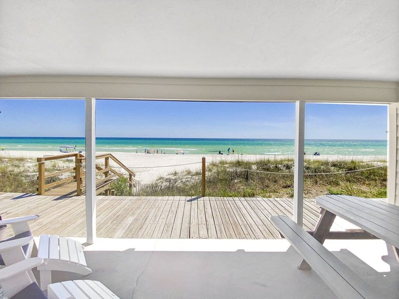 Three Steps to the Beach~Beach Front!! New Remodel!! HURRY and Book for Spring!!, vacation rental in Inlet Beach