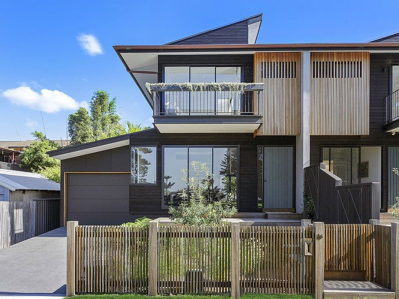 Seascape by Thirroul Beach and park - prized position 100 metres from the beach, holiday rental in Thirroul