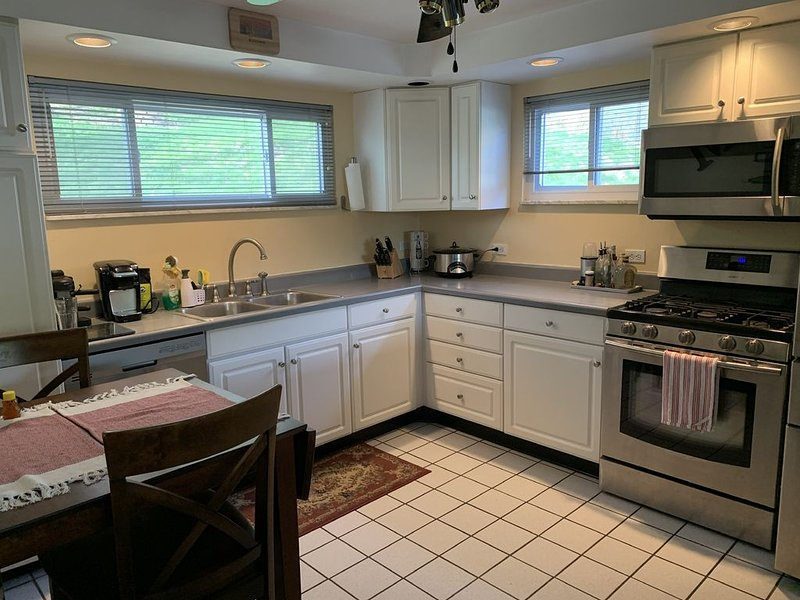 Convenient to DT, Airport, Stadiums-Free Parking!, vacation rental in Crafton