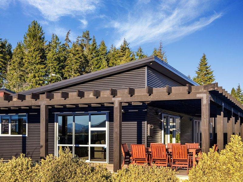 Mountain Vista in Wanaka - Spacious, Relaxing, Free wifi....the perfect getaway!, casa vacanza a Otago Region