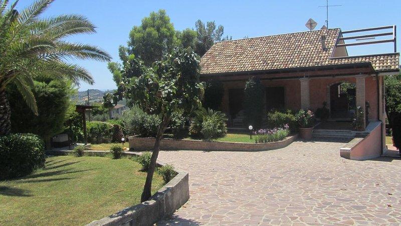 Villa in campagna a due passi dal mare, holiday rental in Colli Del Tronto