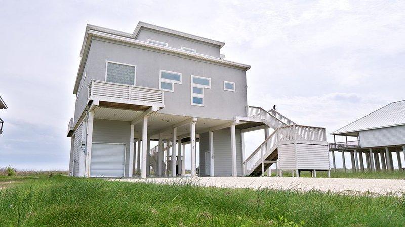 BEACHFRONT on 1 acre lot with incredible beach and bay views., alquiler de vacaciones en Freeport