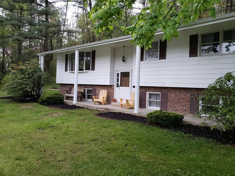 Split level ranch minutes from Raystown lake, holiday rental in Saxton