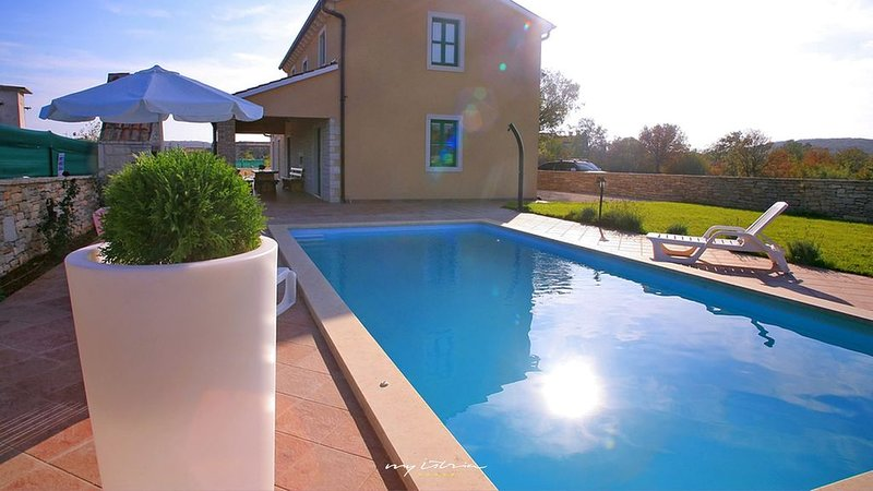 Family villa with private pool near Rovinj, aluguéis de temporada em Smoljanci