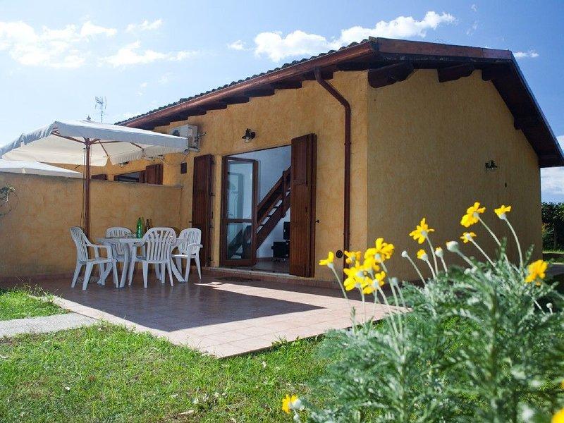 Villino 4 Sabaudia 4a due passi dal mare nel parco nazionale del Circeo, holiday rental in Latina Lido