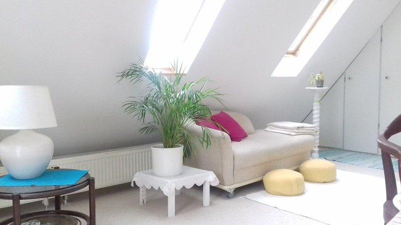 Großzügiges Gästezimmer für max. 3 Nächte, holiday rental in Oerlinghausen