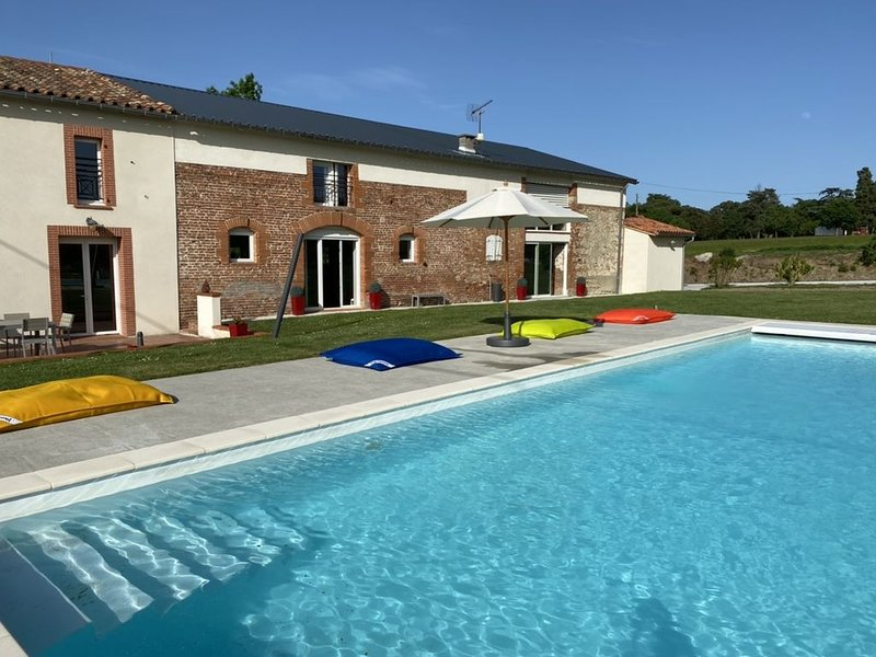 Grande maison avec piscine Privée pour en profiter avec vos amis, votre famille, aluguéis de temporada em Montgiscard