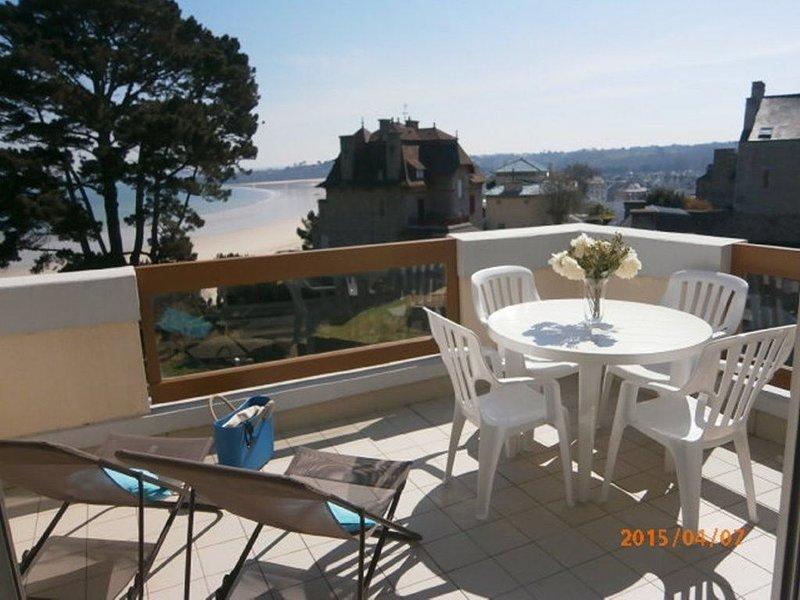 Dans une résidence au calme, appartement décoré avec goût avec vue mer – semesterbostad i Saint-Cast le Guildo