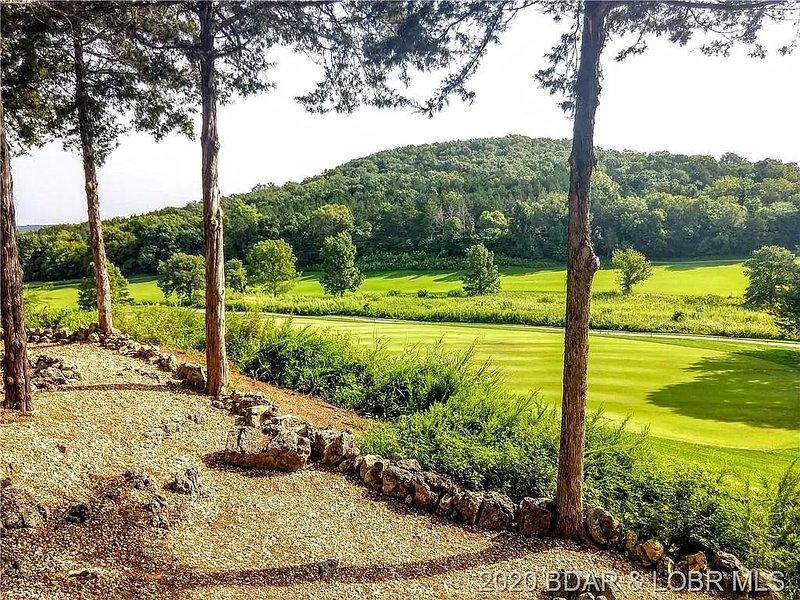 Golfer's Paradise!!! Amazing Views & Great Value nearly 2,400 sq. ft., location de vacances à Macks Creek