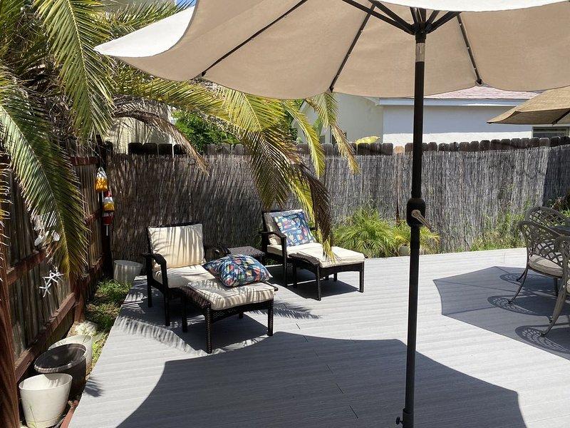 Coronado - 2 Blocks to the Bay! Private Backyard!, location de vacances à Coronado