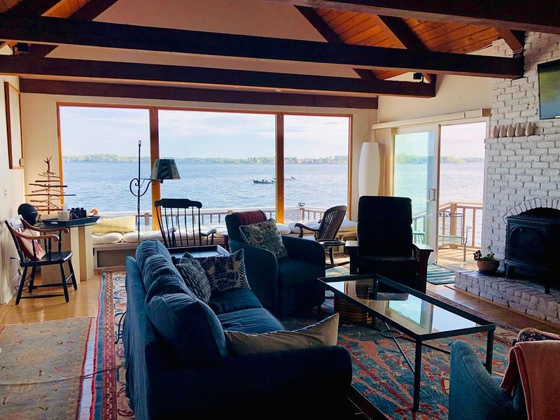 Rare Oceanfront Home in Beautiful Beverly Cove, holiday rental in Manchester-by-the-Sea