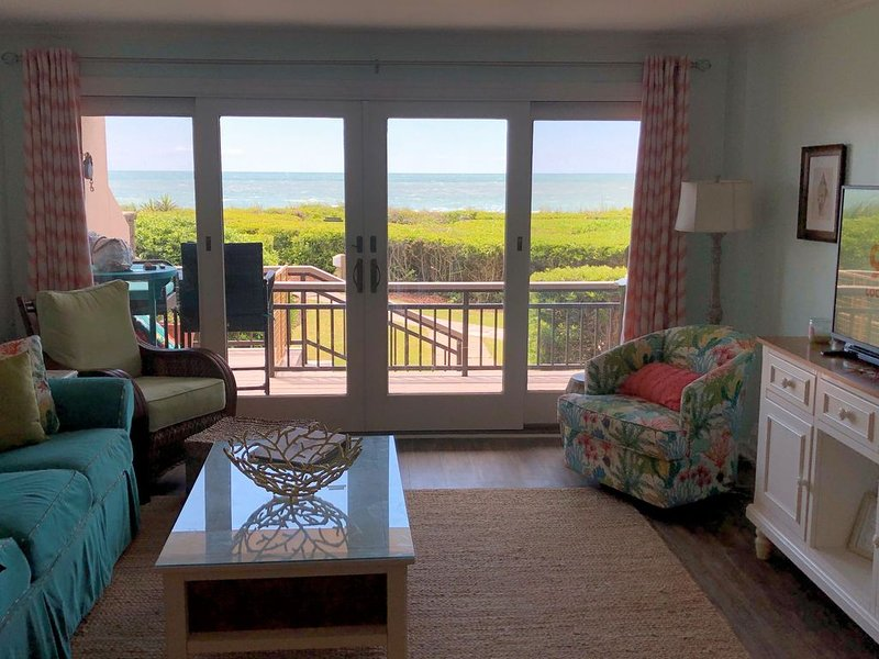 Beautiful First Floor Oceanfront Condo Kitchen Renovated 2020, casa vacanza a Newport