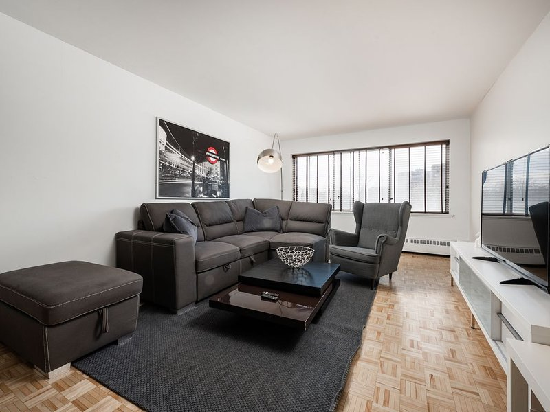 612 - Downtown 2 Beds, Parking & Pool, vacation rental in Montreal