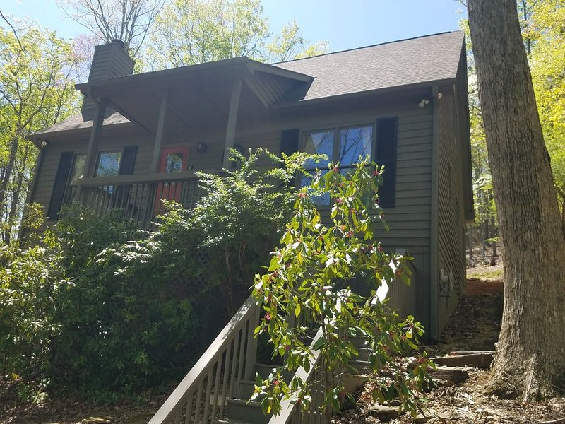 BIG CANOE Peaceful Relaxing Mountain Home., vacation rental in Big Canoe