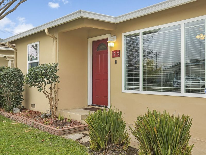 Entire House on Robert St Close to Lodi Lake, holiday rental in Lodi