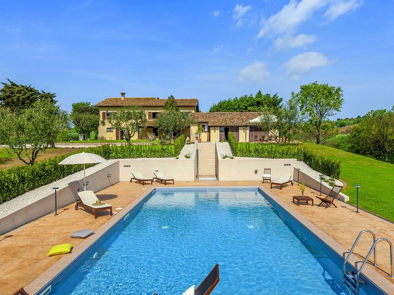 Inviting Holiday Home in San Costanzo with Swimming Pool, holiday rental in Castel Colonna