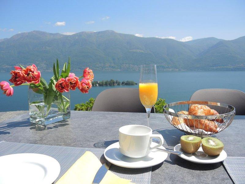 Ferienhaus an schöner Aussichtslage mit privatem Swimmingpool und Panoramablick, casa vacanza a Lago Maggiore