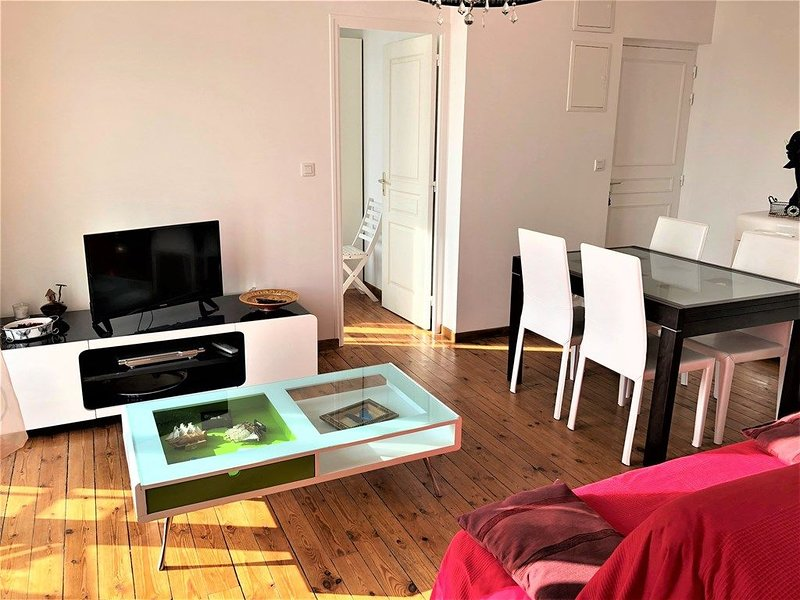 Joli appartement avec Wifi dans le centre de Saint Cast à 100m de la grande plag – semesterbostad i Saint-Cast le Guildo