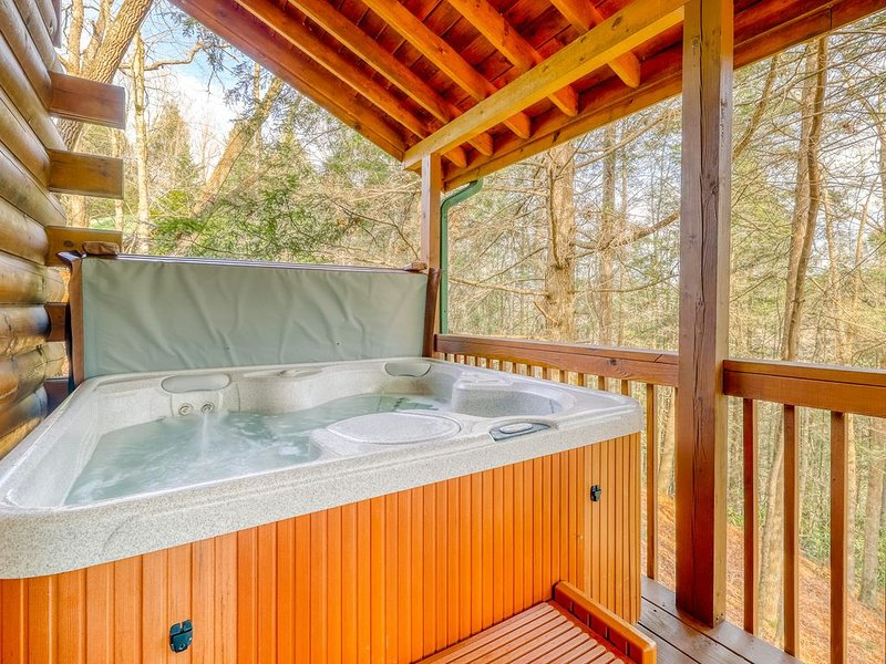 Secluded creekfront cabin w/ firepit, private hot tub, vacation rental in Epworth