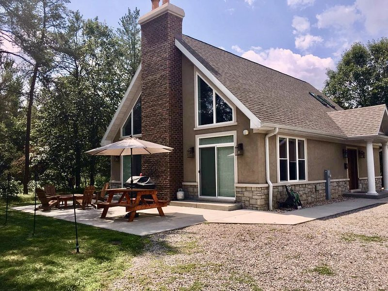 Necedah Secluded House - Lakes Fishing Golf Hunting ATV's Snowmobile Trails, alquiler vacacional en Dellwood