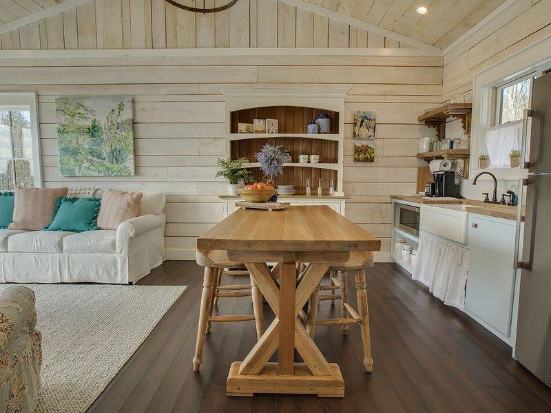 The Wine Cellar Cottage - Mountain Vineyard Getaway, holiday rental in McDonald
